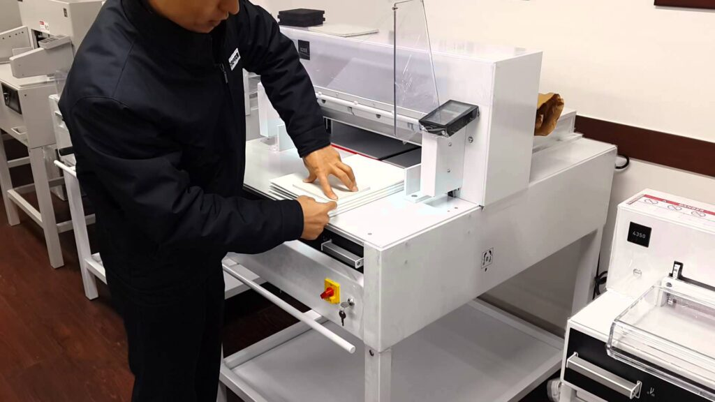 Top Features Of Ideal 5260 Guillotine In Print Media Industry