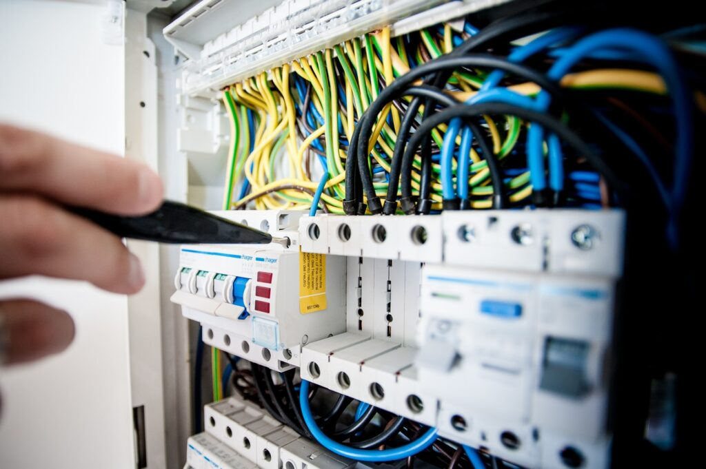 Here's How To Choose The Right Electrician